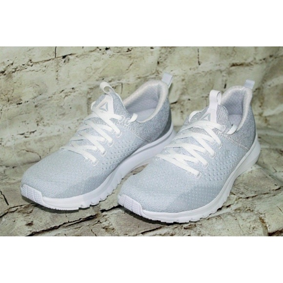 50919872751d Reebok Womens Track Shoes Size 7M New In Box